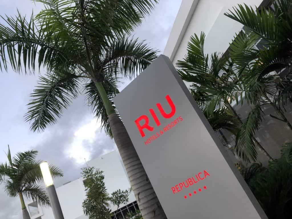 wejście do hotelu RIU Republica*****