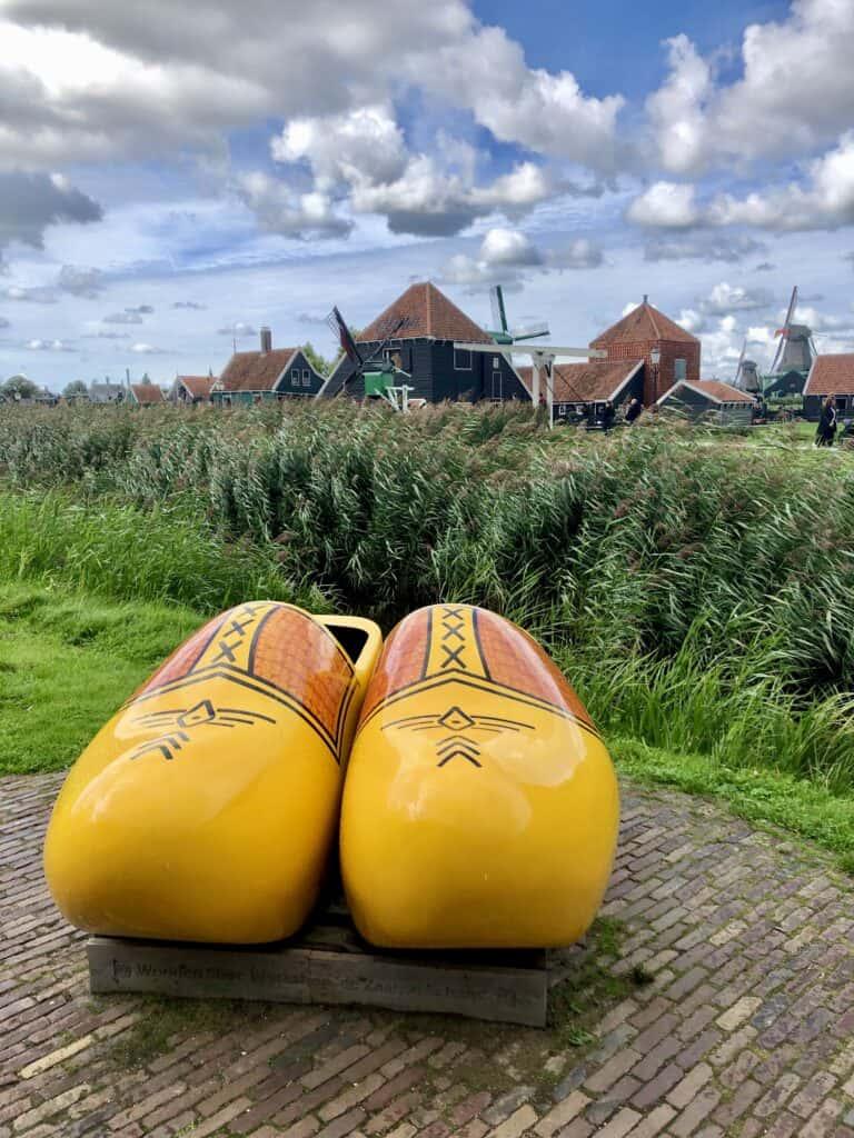 Ogromne drewniane, holenderskie buty.