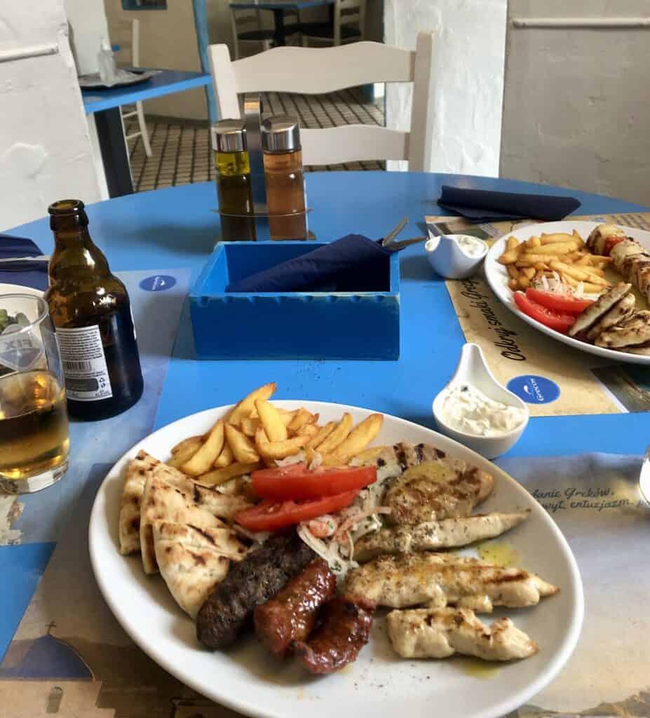 Przepyszne, greckie jedzenie z grilla, które udało mi się znaleźć w poznańskiej knajpie Mykonos.