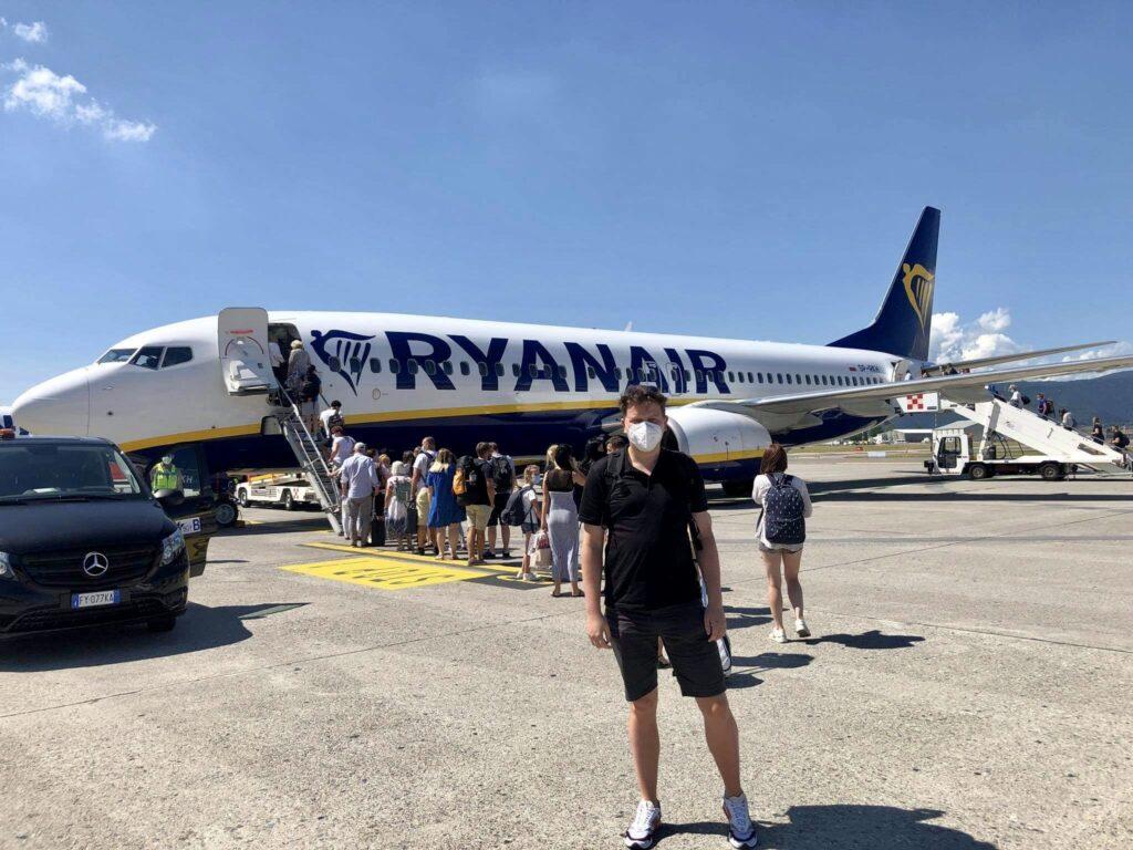 Zdjęcie przed samolotem na lotnisku w Bergamo we Włoszech