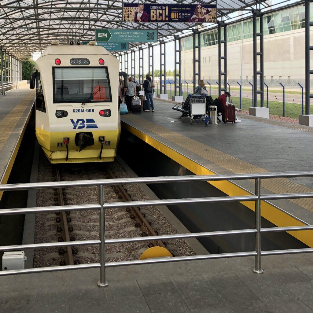 Pociąg Kyiv Boryspil Express, którym sprawnie dojedziecie do centrum Kijowa.